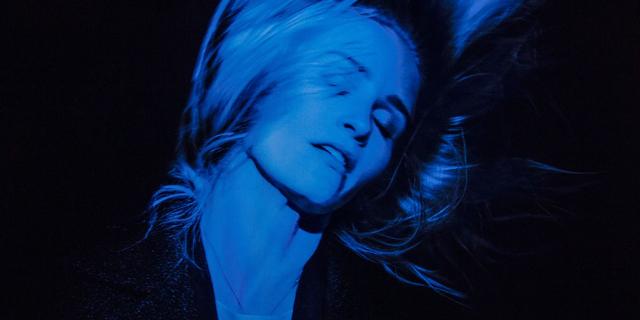 "Malla shares Finnish synth-pop single ""Samaan Huoneeseen"""