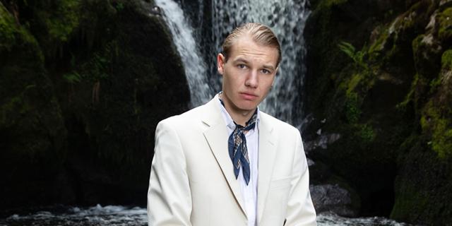 "Luis Ake unveils double single ""Umweg / Krafter"""